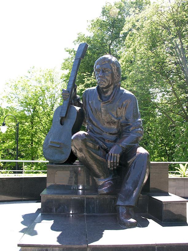 Памятник_Высоцкому_в_центральном_парке_Калининграда