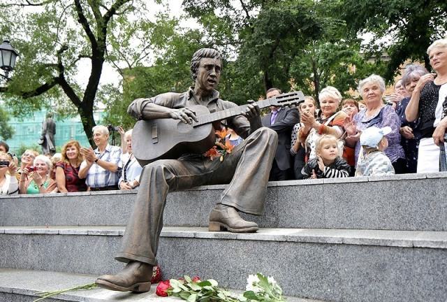памятник-Высоцкому-во-Владивостоке