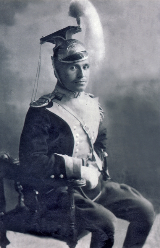 Дзамболат (младший) Камболатович  Цереков в парадной форме улана1