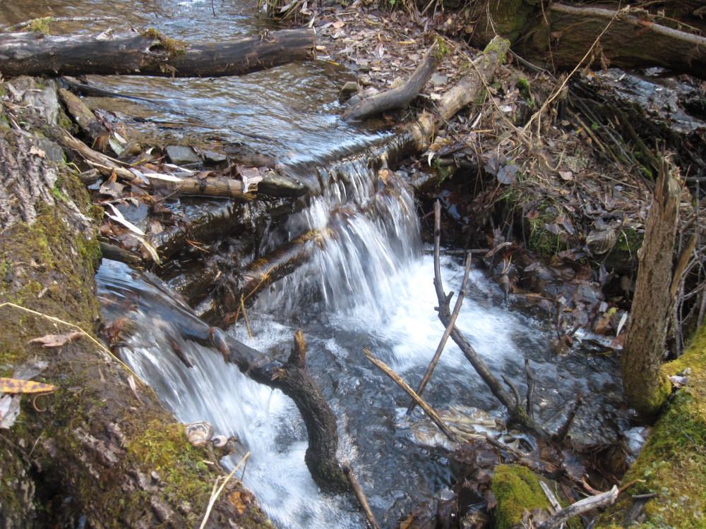 Миниатюрный водопад