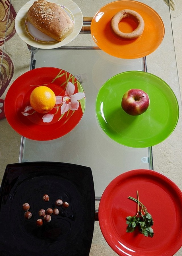 Про тарелки. Их цвет. 1