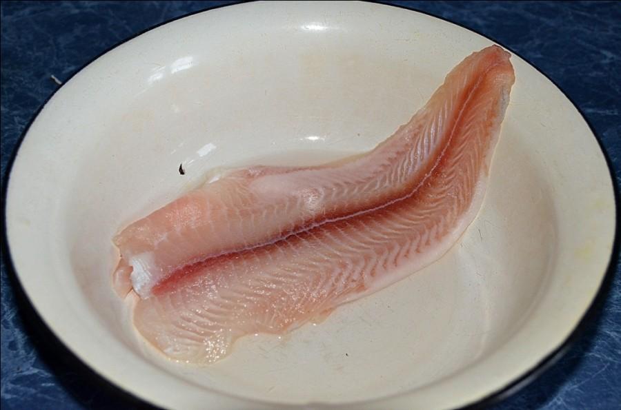 Черви в красной рыбе