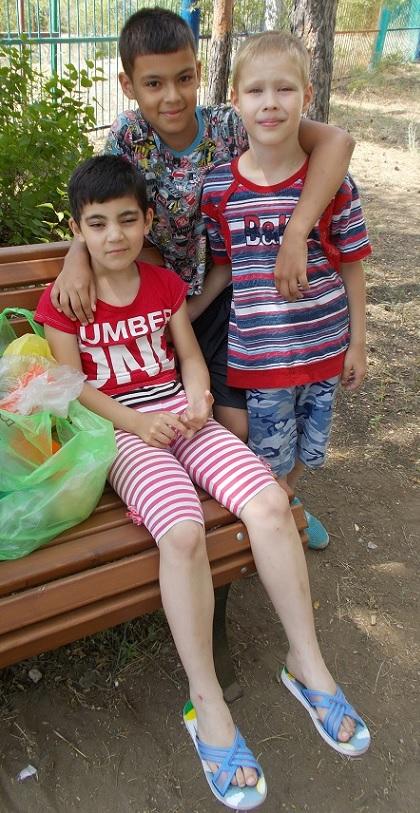 Платон Миля и Филя в летнем лагере.jpg