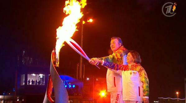Роднина и Третьяк зажигают факел