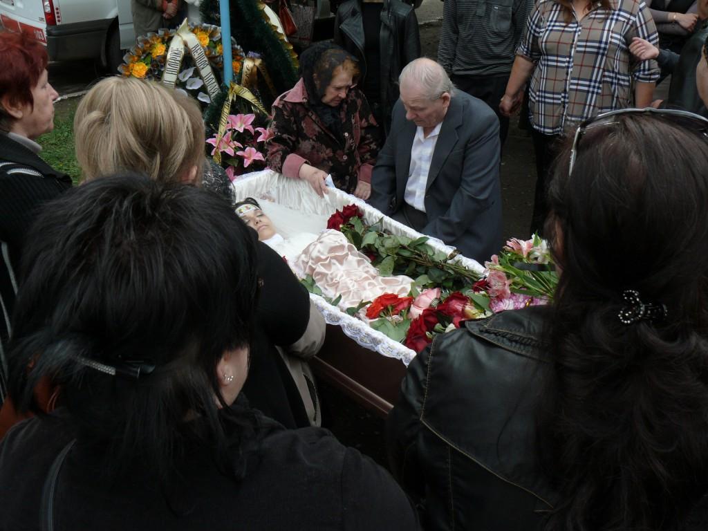 Юлия-Изотова-похорон