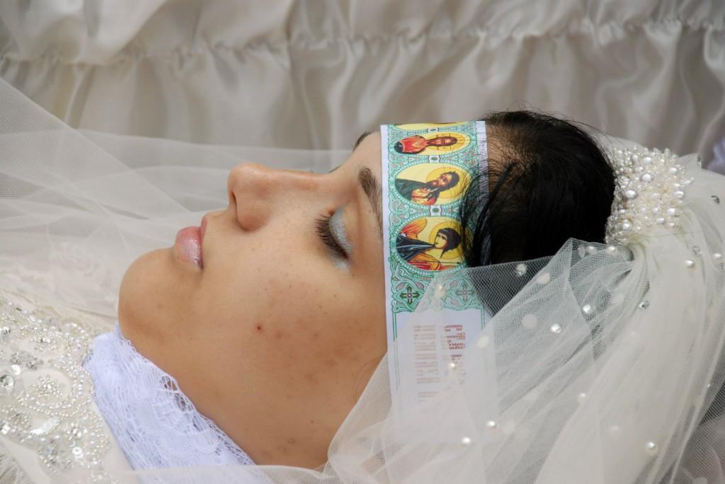 Юлия-Изотова-похорон1