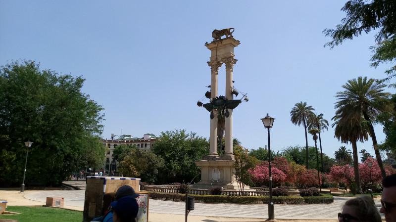 Памятник Колумбу в Севилье.
