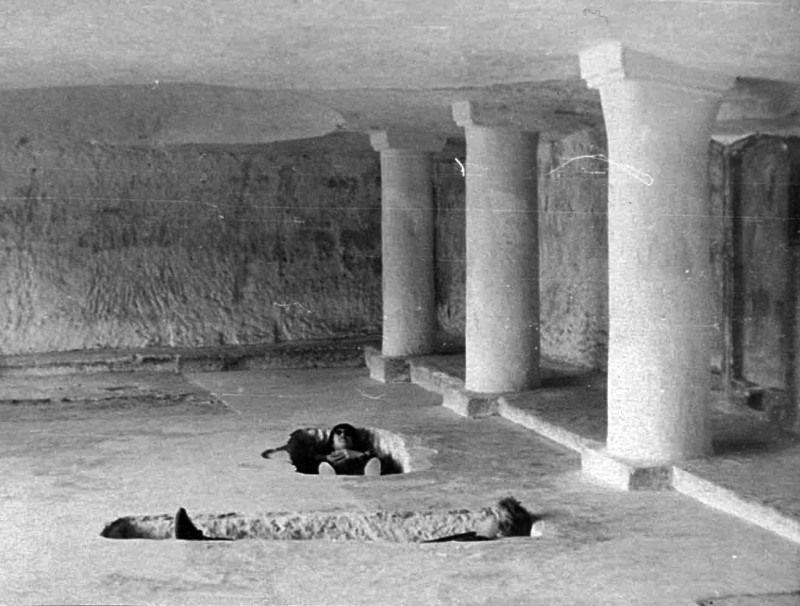 внутри Свято-Успенского монастыря 2-3 мая  1980.jpg
