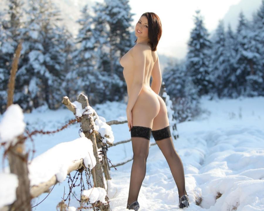Фото голых девиц на снегу