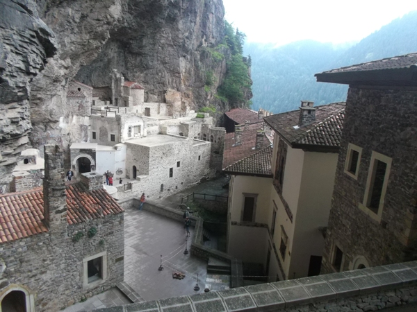 25 Монастырь