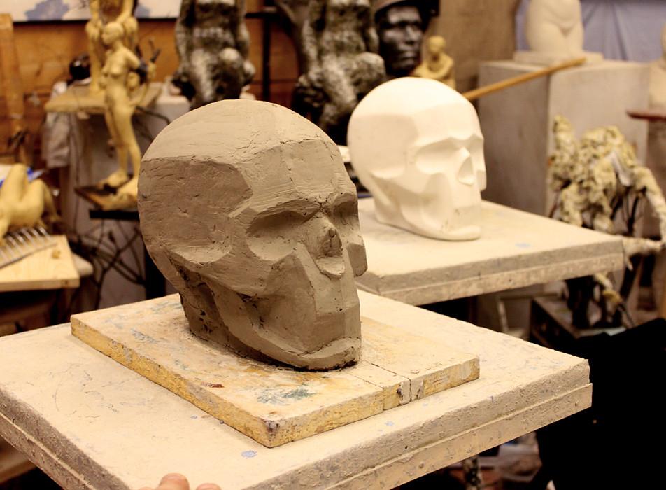 Из работ учеников студии в октябре-Анатолий Берлин- Лепка обрубовки черепа.