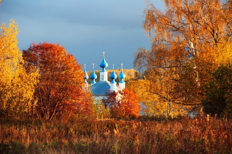 Храм. Осень золотая