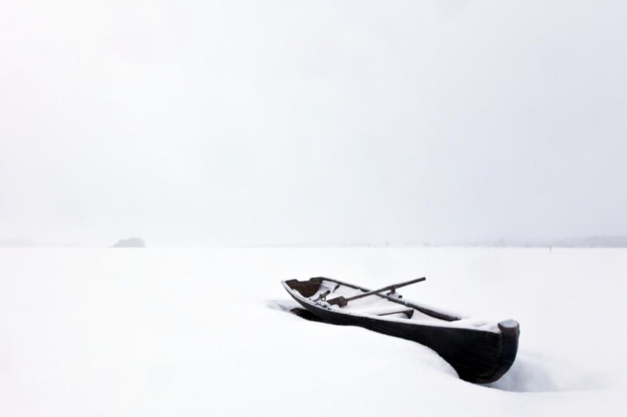 Одинокая лодка (зима)