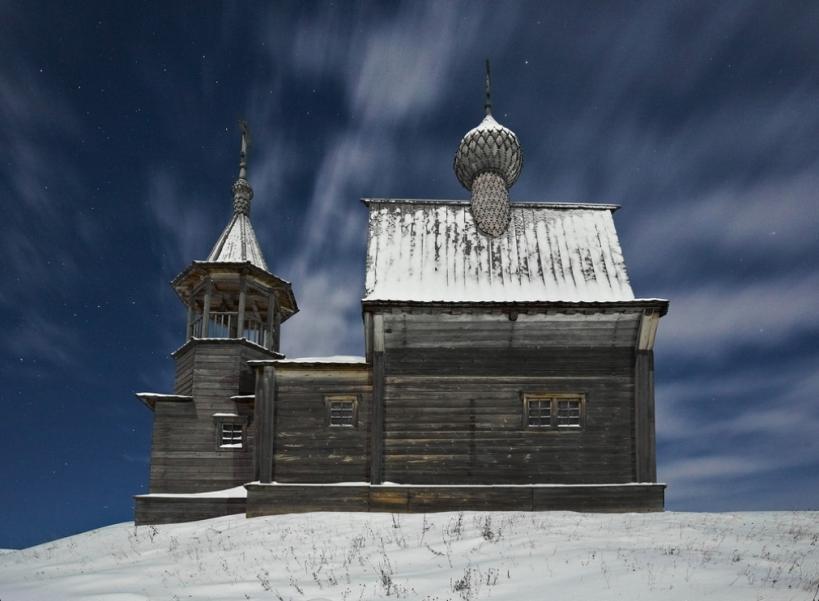 Часовня в Вершинино морозной ночью (зима)
