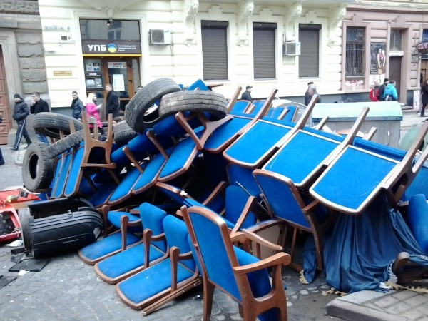 Львов, барикада возле упр.МВД