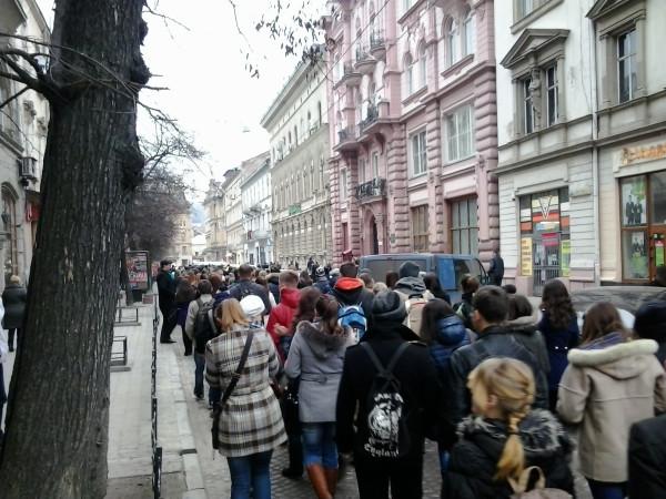 Львов, студенты на митинг2