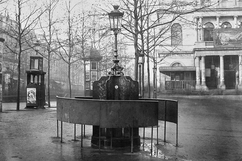 1875. Шестиместный писсуар возле Театр Комедии.jpg