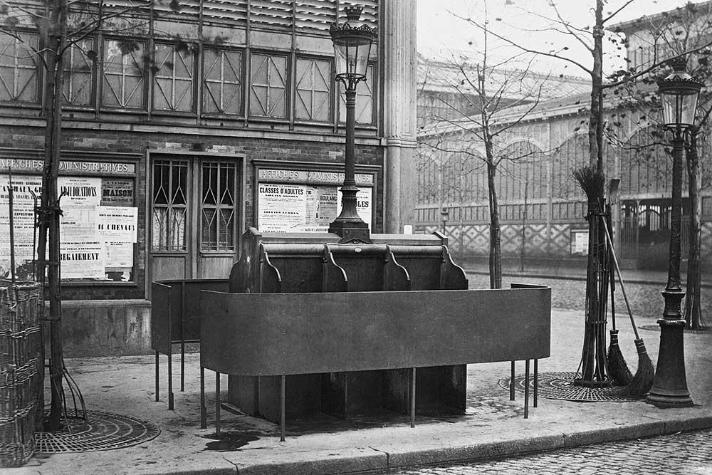 1875. Шестиместный писсуар на центральном рынке.jpg