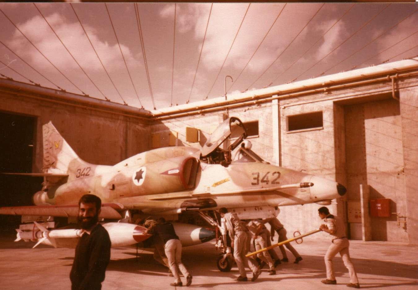AGM-45_02_A-4_140sq_1981y.jpg