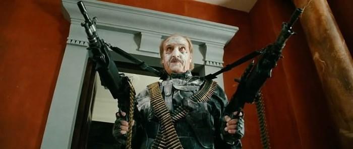 Лукашенко выходит из своей резиденции