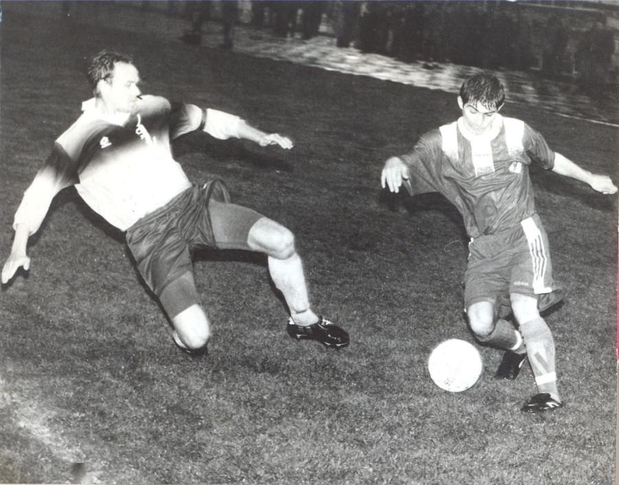 Анзор Мизов в матче с Ураланом (Элиста) - 1997