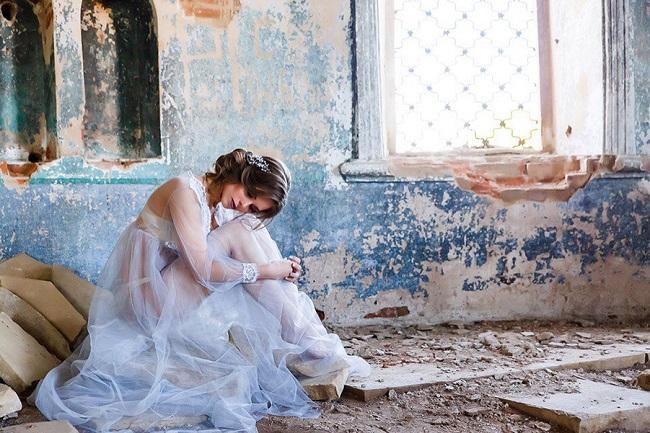 История одной фотосессии или девушка в заброшенном храме. А почему храм заброшенный?