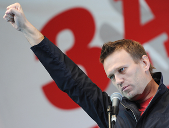 Навальный зигует