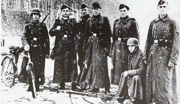 Бандера, Шушкевич, Ярош, Музычко, Тягнибок. И примкнувшие к ним Немцов с Макаревичем 4