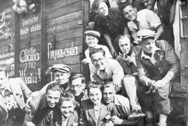 Бандера, Шушкевич, Ярош, Музычко, Тягнибок. И примкнувшие к ним Немцов с Макаревичем 5