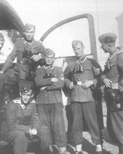 Бандера, Шушкевич, Ярош, Музычко, Тягнибок. И примкнувшие к ним Немцов с Макаревичем 16