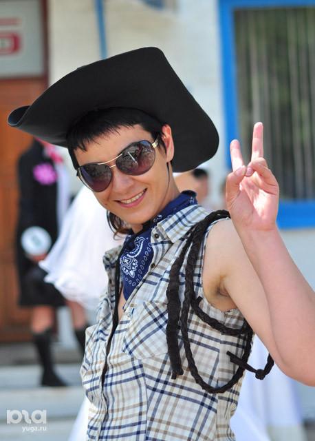 http://ic.pics.livejournal.com/oleglurie_new/45868151/718965/718965_original.jpg