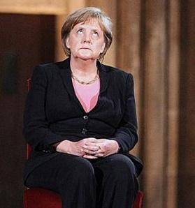 Меркель сметрит в небо 22222222222