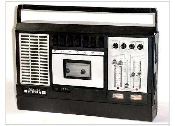 """Вот, например, этот красавец под названием магнитофон кассетный  """"Весна 211-1-стерео """" вместе..."""