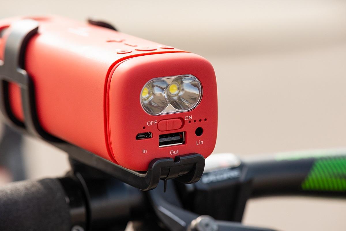 Велоколонка, наушники с суточной автономкой и другие необычные аксессуары от