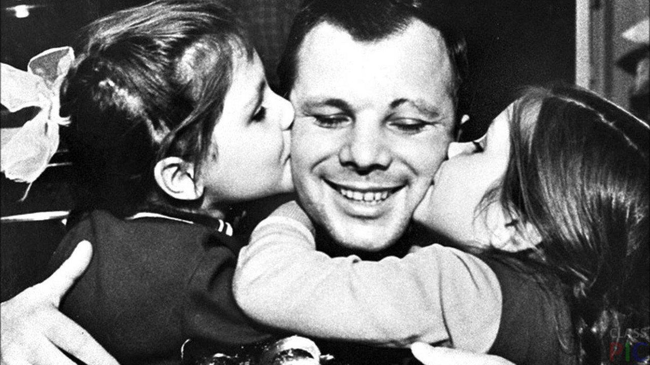 Gagarin-s-devochkami