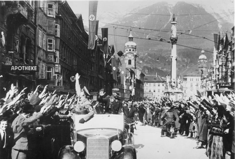 Bundesarchiv_Bild_146-1985-083-11,_Anschluss_Österreich,_Innsbruck.jpg