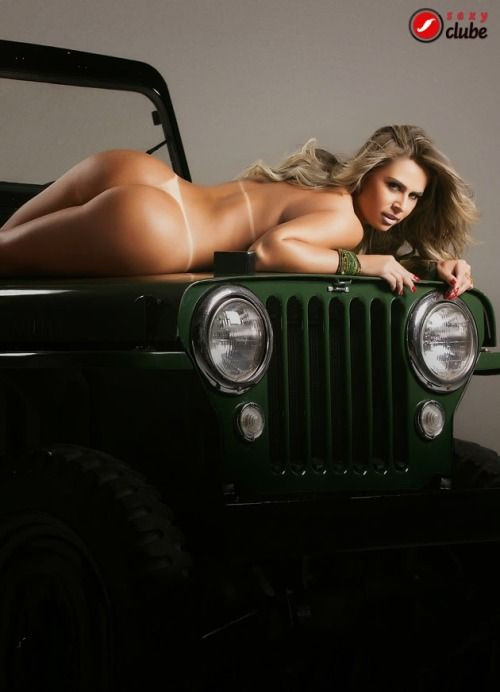 sexy-naked-girls-in-jeep