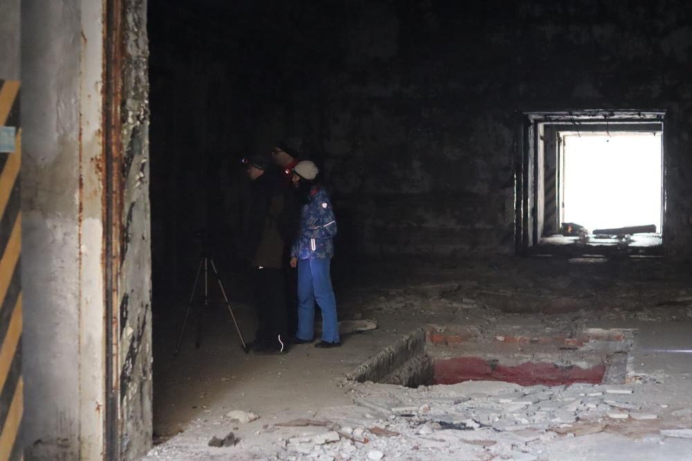 Посередине бункера огромное помещение, говорят тут был какой то поворотный механизм.