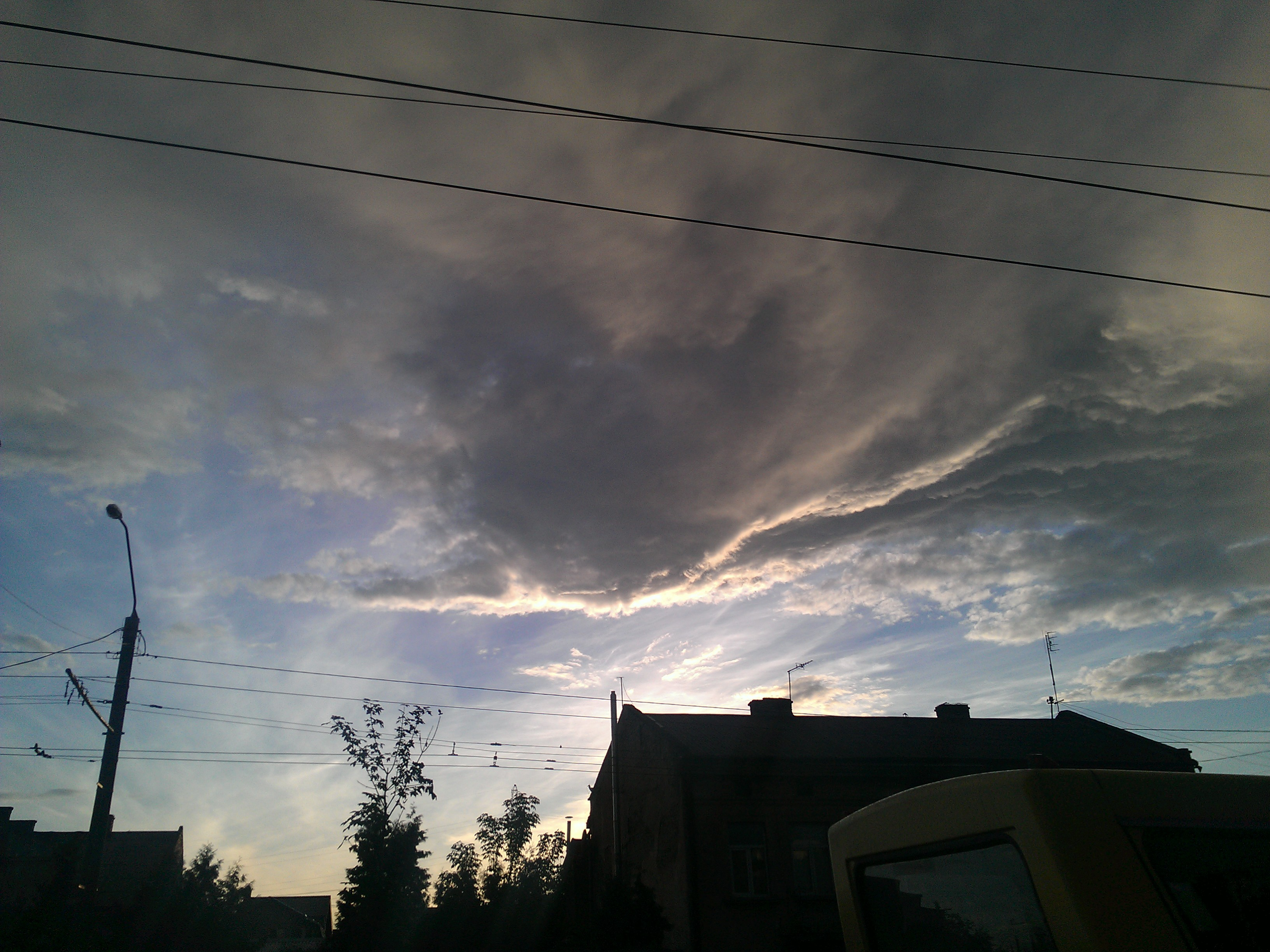 Бог Хмар летить до Сонця