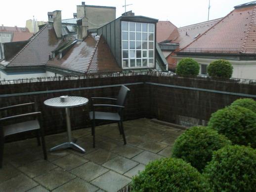 садик на балконе