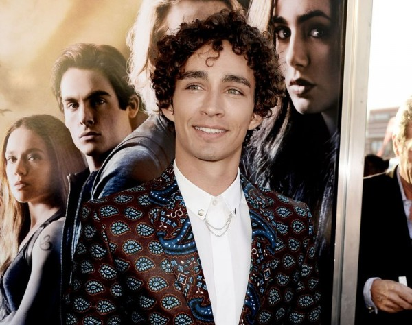 robert-sheehan-at-the-premiere-of-the-mortal-instruments-city-of-bones
