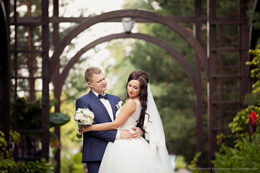 Фотограф на свадьбу в Киеве, Межигорье, Киев, арка, свадебная прогулка