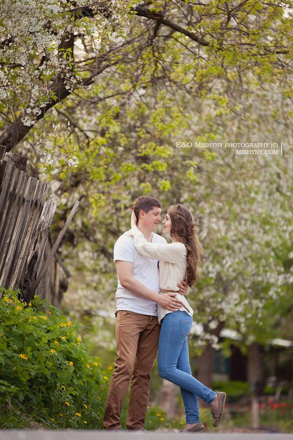 love story, весенняя фотосессия, Киев, фотосессия весной, ловстори, лавстори, фотосессия для влюбленных, холмы в Киеве, весеннее цветение, вишня в цвету