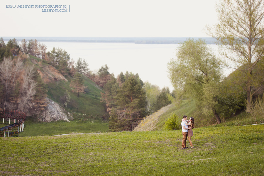 love story, весенняя фотосессия, Киев, фотосессия весной, ловстори, лавстори, фотосессия для влюбленных, холмы в Киеве, весеннее цветение, Вышгородская горка, вишня в цвету