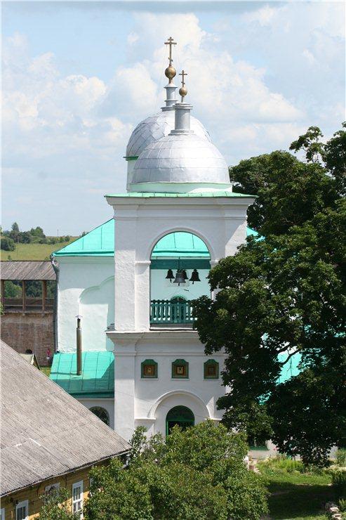 Храм и дом священника до реставрации