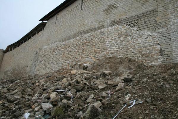 Ремонт крепостной стены 03