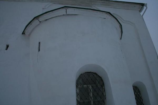 Реставрация  снаружи храма 14 века 07