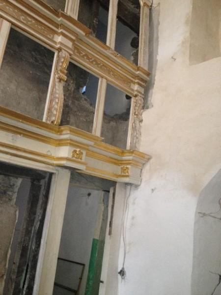 Реставрация внутри храма 14 века 02