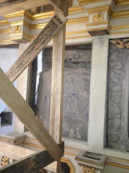 Реставрация внутри храма 14 века 03