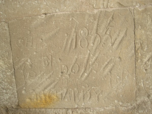 28 Стена армянского храма с французскими автографами 1855 г